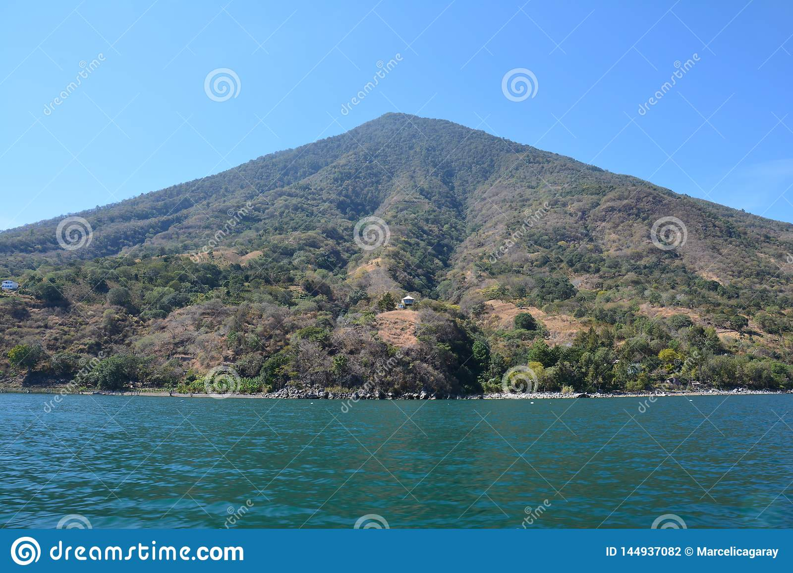 Panorama- landskapAtitlan sjö Guatemala