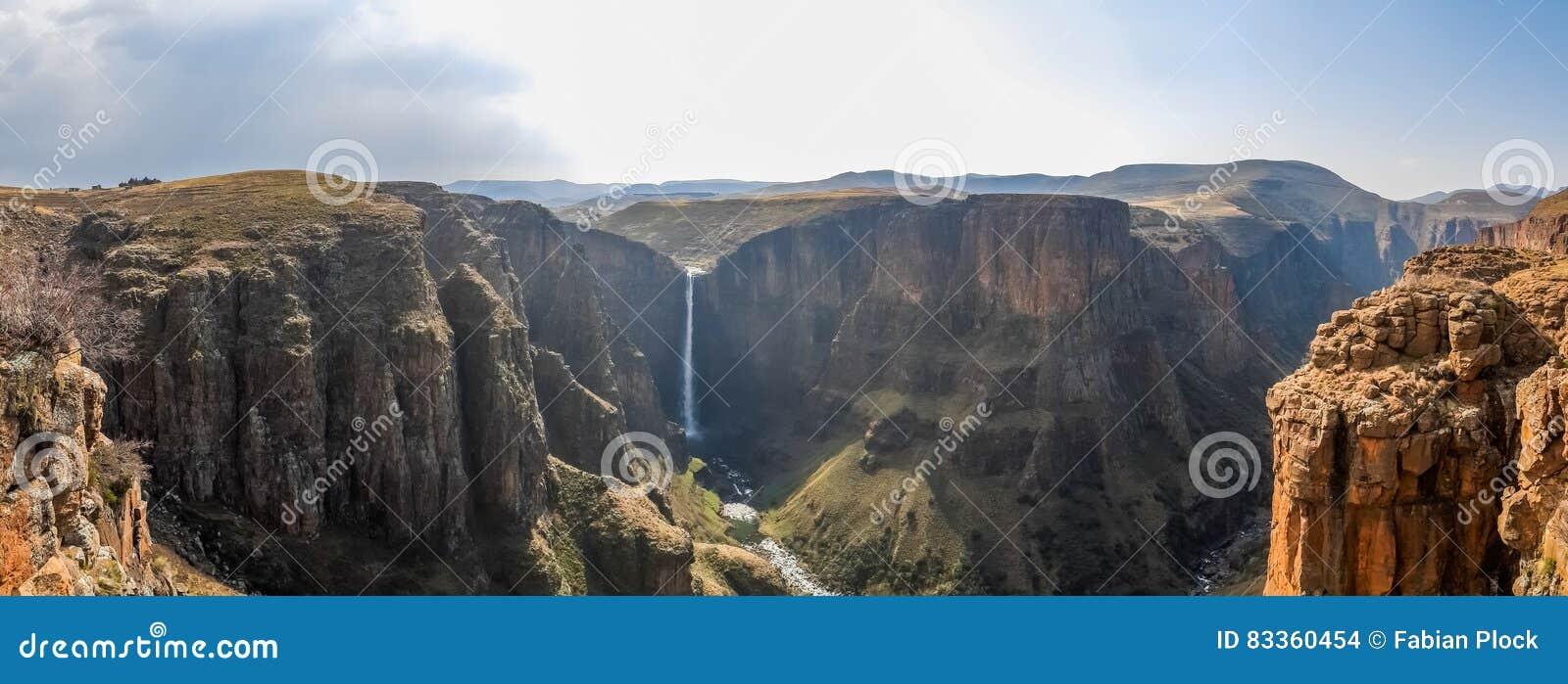Panorama Maletsunyane spadki wielki jar w górzystych średniogórzach blisko Semonkong i, Lesotho, Afryka