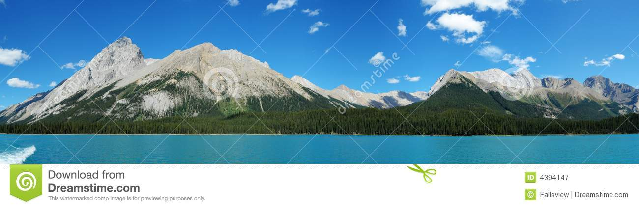 panorama of maligne lake