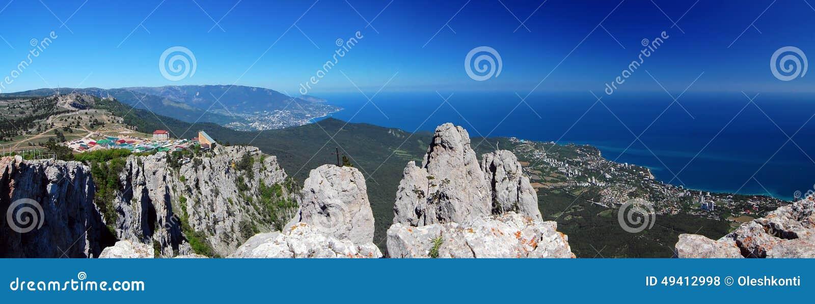 Download Panorama mit Ah-Petri krim stockfoto. Bild von höhe, blau - 49412998