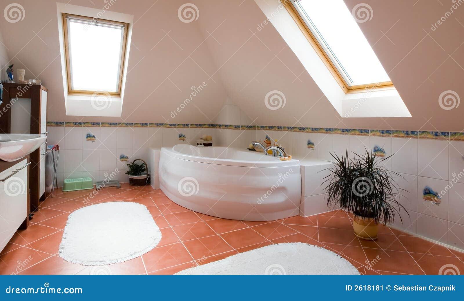 Panorama moderno del cuarto de baño