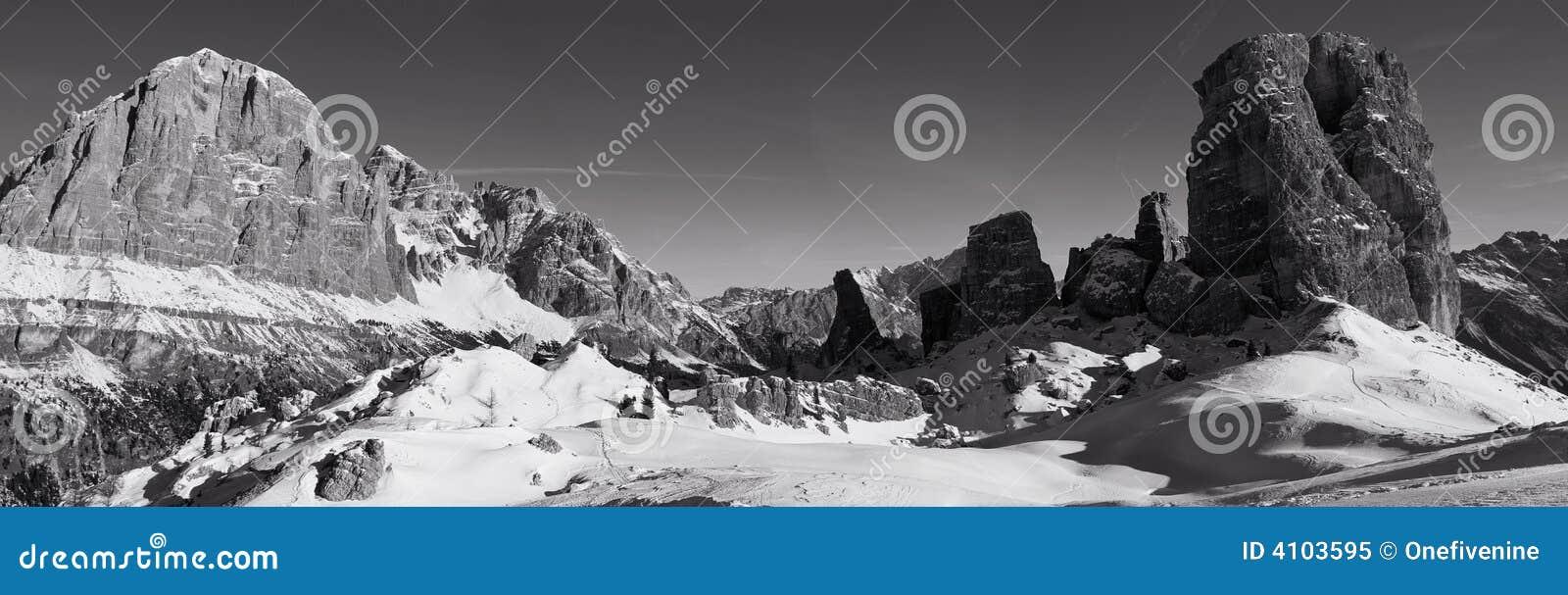 Panorama mono zimy dolomitu