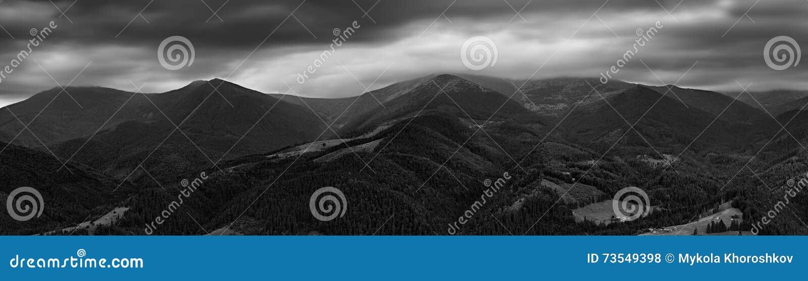 Panorama noir et blanc d arête de Chornogora