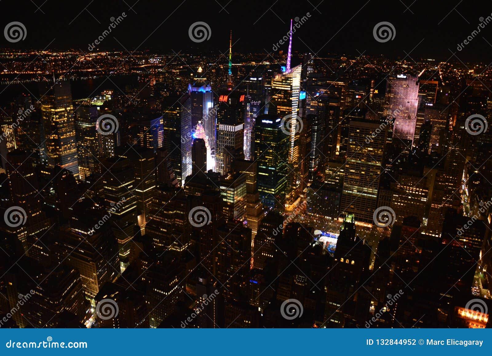 Panorama op de Stad van New York van het  s nachts Empire State Building