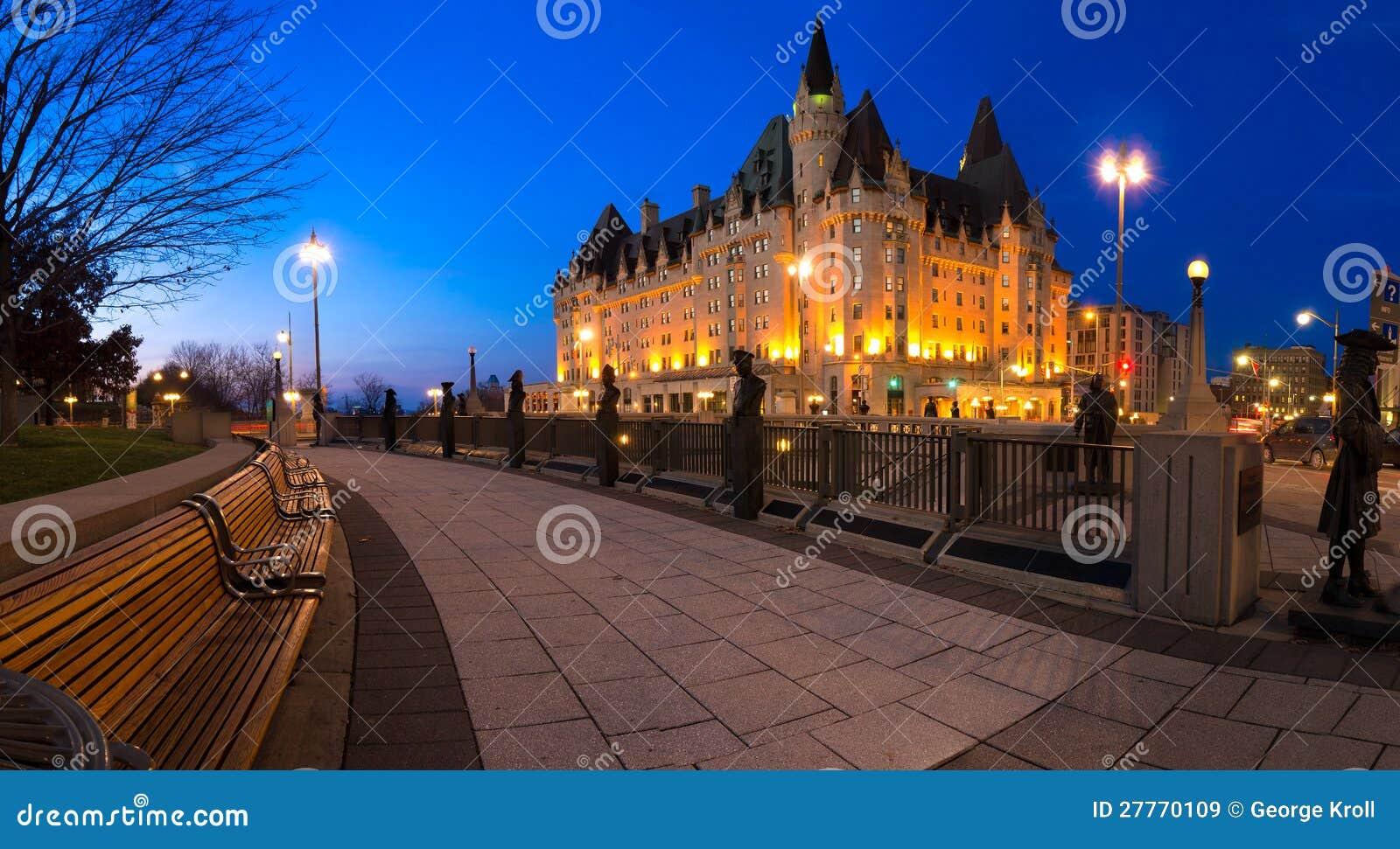Panorama Ottawa de nuit près de château Laurier