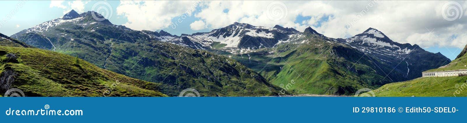 Panorama på Lukmanierpass i Schweitz