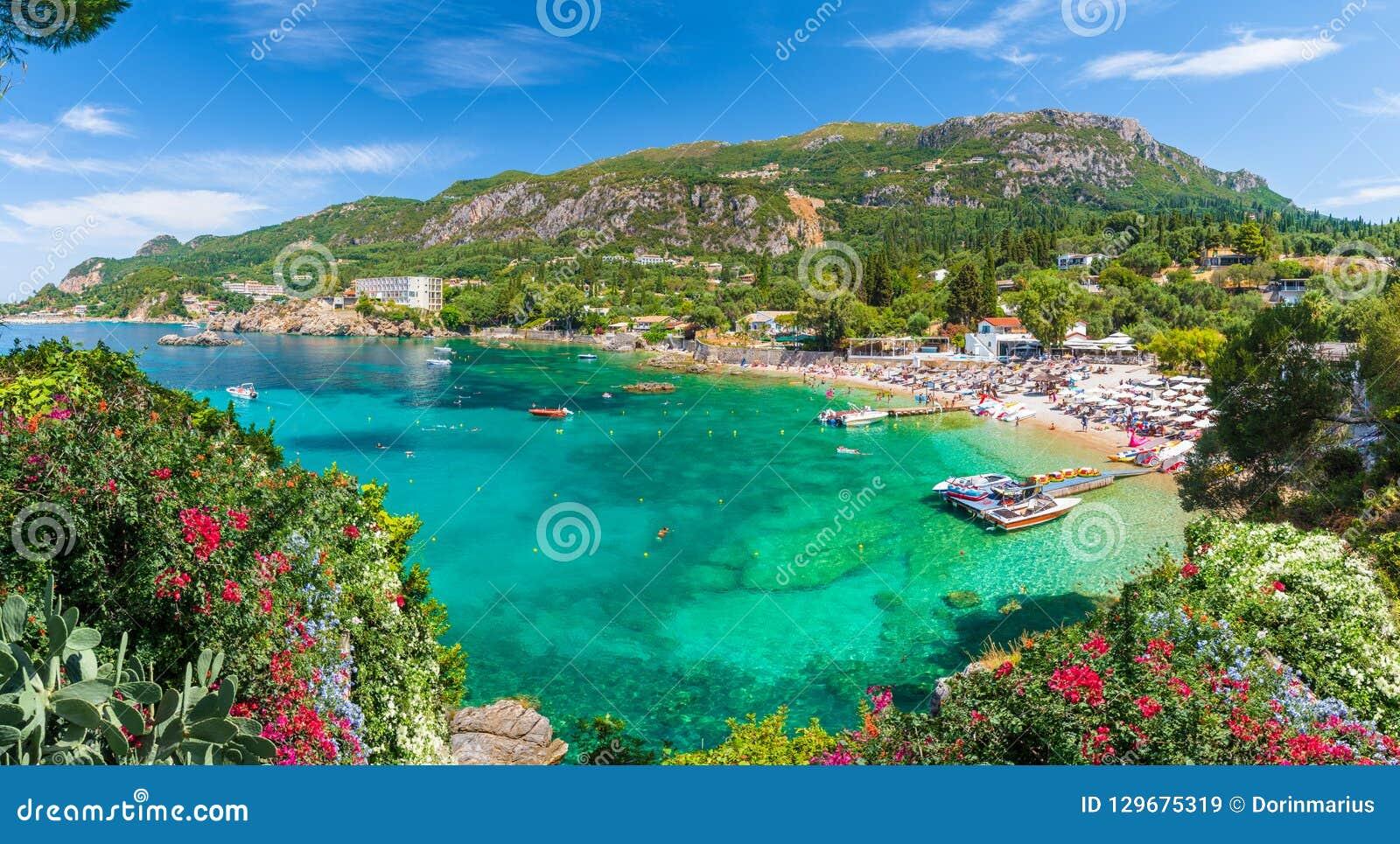 Panorama, Paleokastritsa-baai, het eiland van Korfu, Griekenland