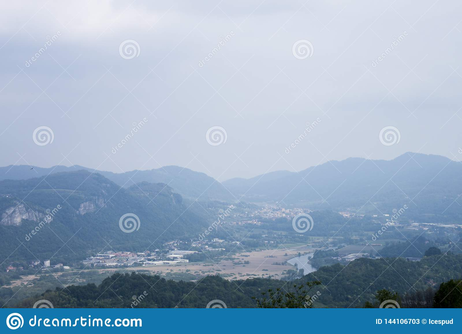Panorama que usted puede ver de una colina