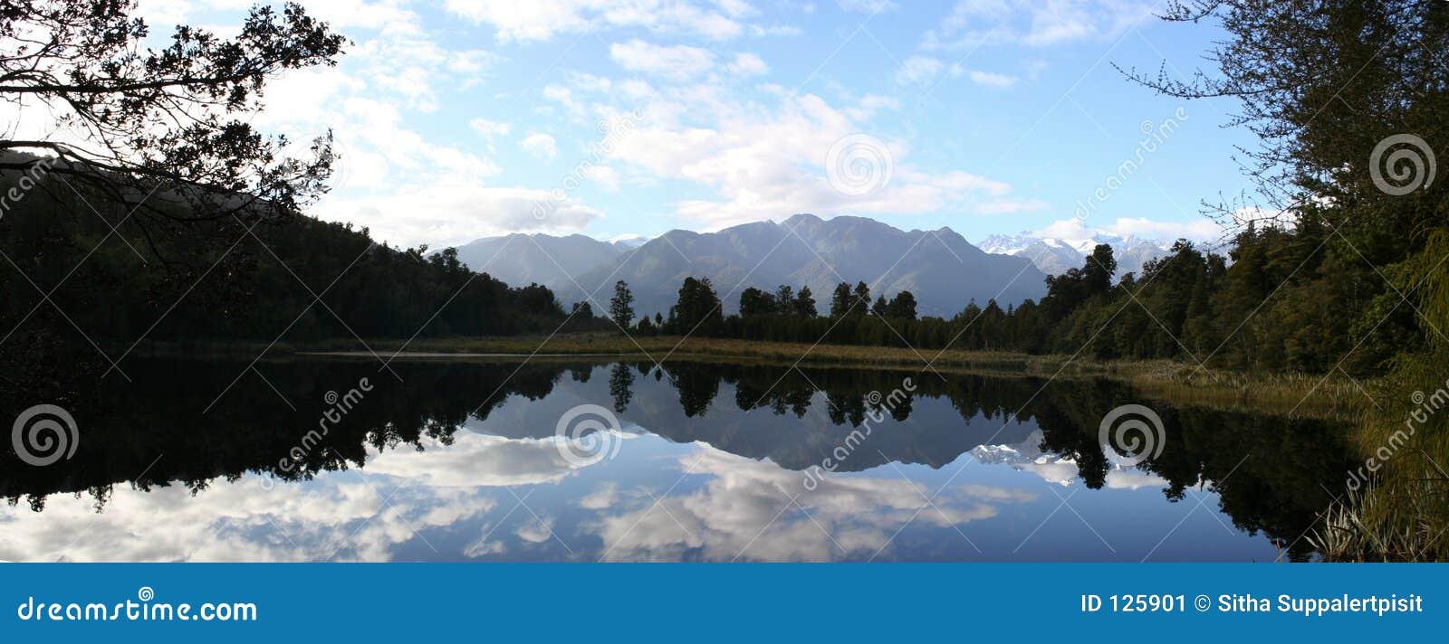 Panorama - riflessione sul lago Matheson, Nuova Zelanda