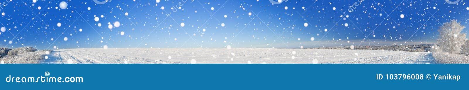 Panorama rural de paysage d hiver avec un champ, neige, forêt, ville
