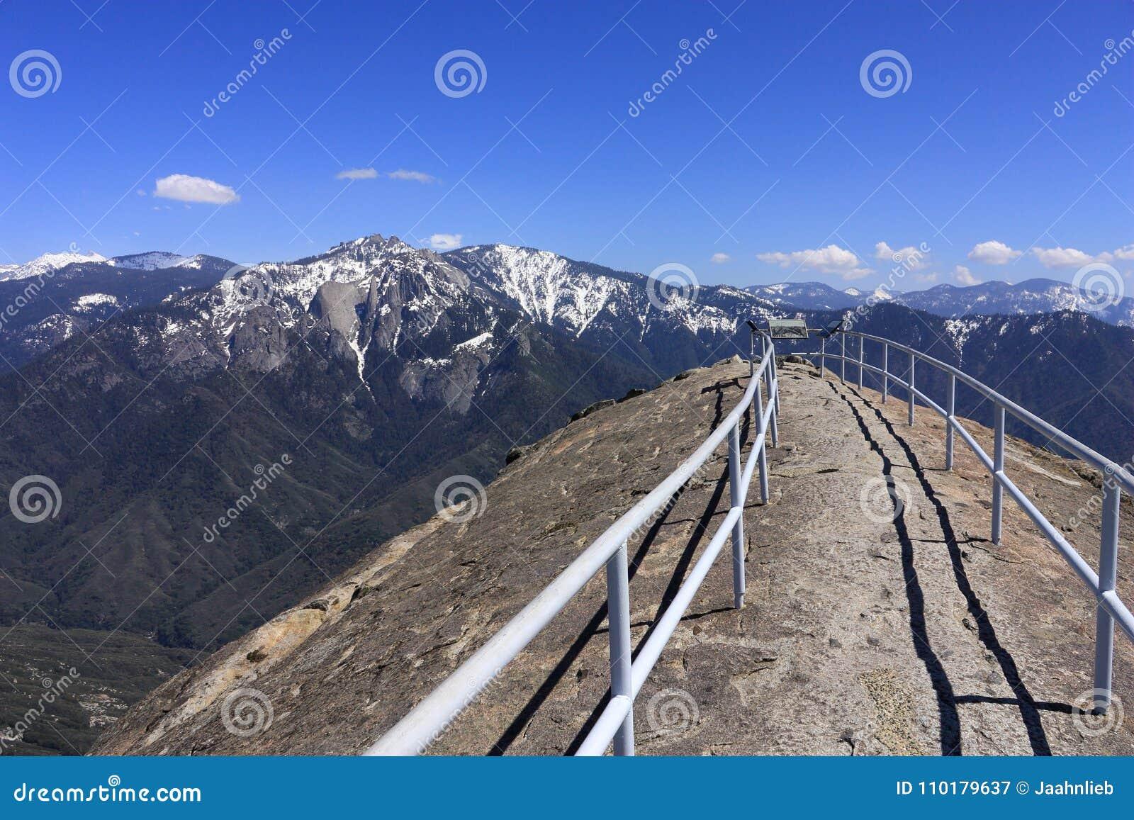 Panorama s van Moro Rock in Sequoia Nationaal Park, Californië