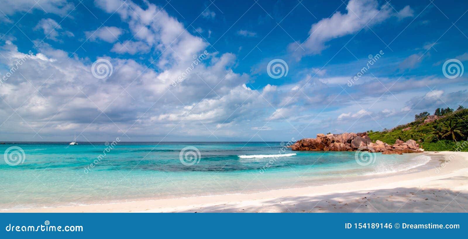 Panorama Seychelles Tropikalny plaży i turkusu ocean relaksować