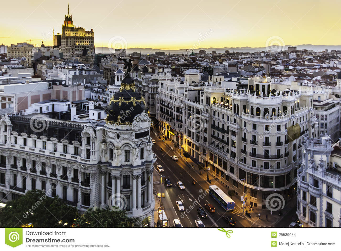 Panorama- sikt av Gran via, Madrid, Spanien.