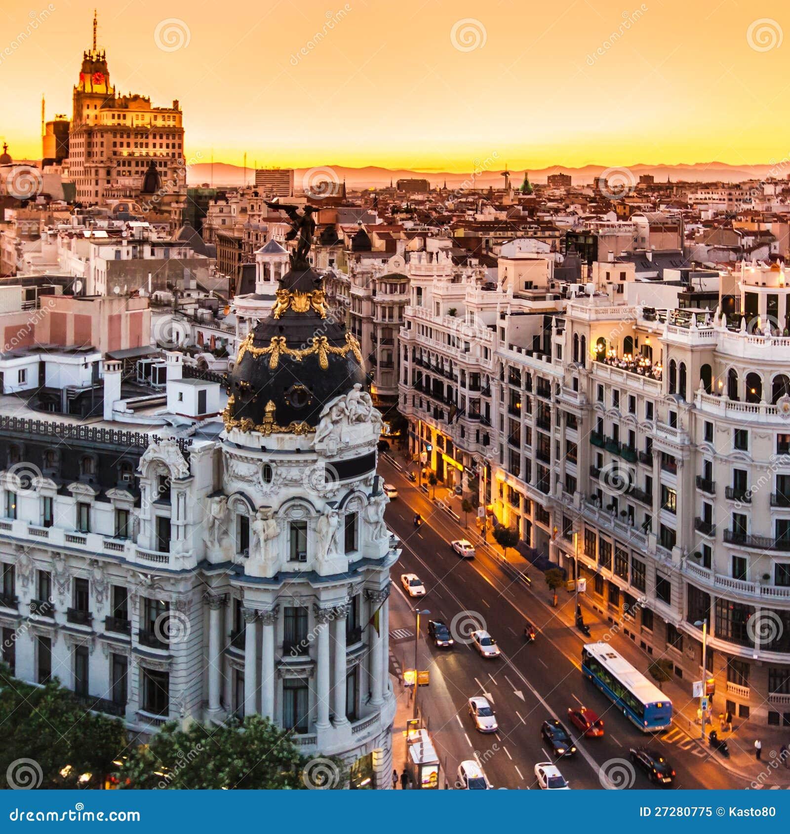 Panorama- sikt av Gran via, Madrid, Spanien.