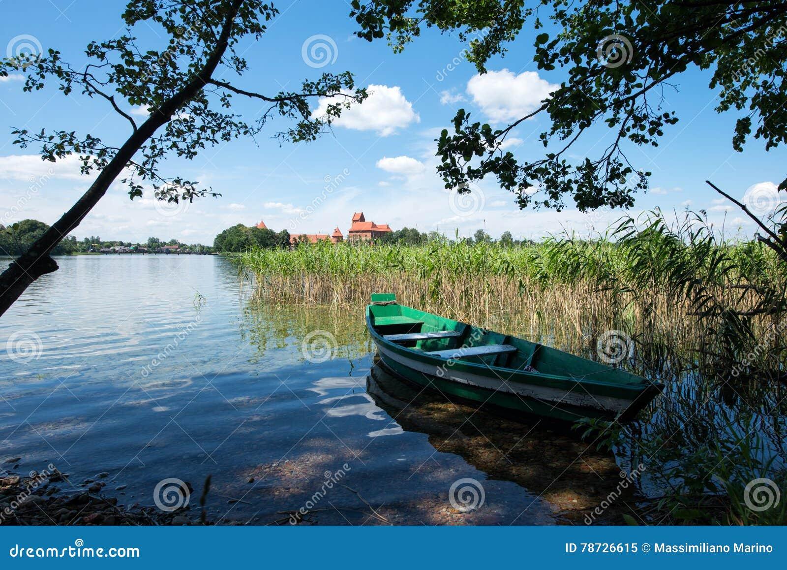 Panorama- sjö med fartyget