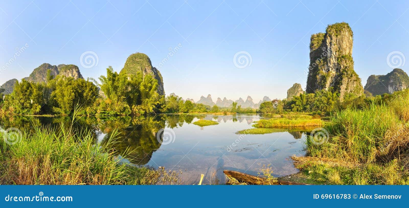 Panorama sulle banche pittoresche di Li River, Cina