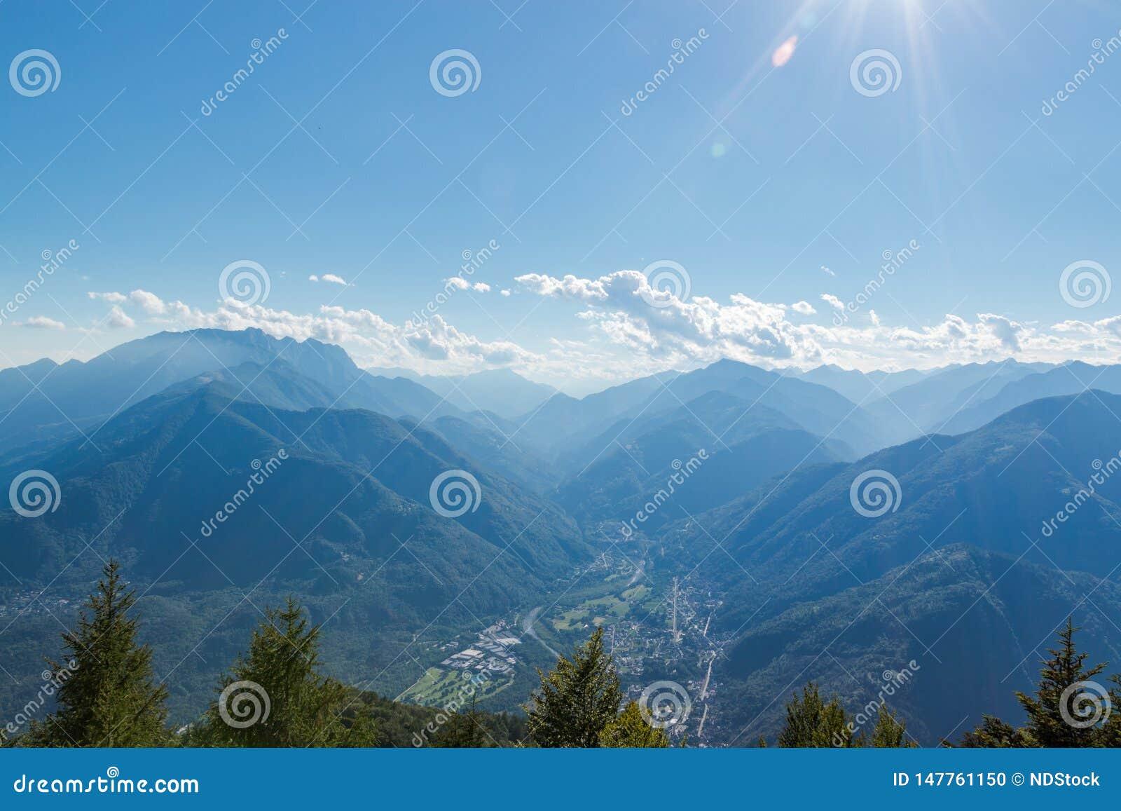 Panorama of terre di pedemonte and Centovalli from cimetta