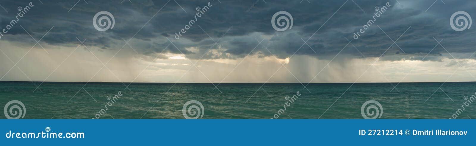 Panorama tormentoso das nuvens