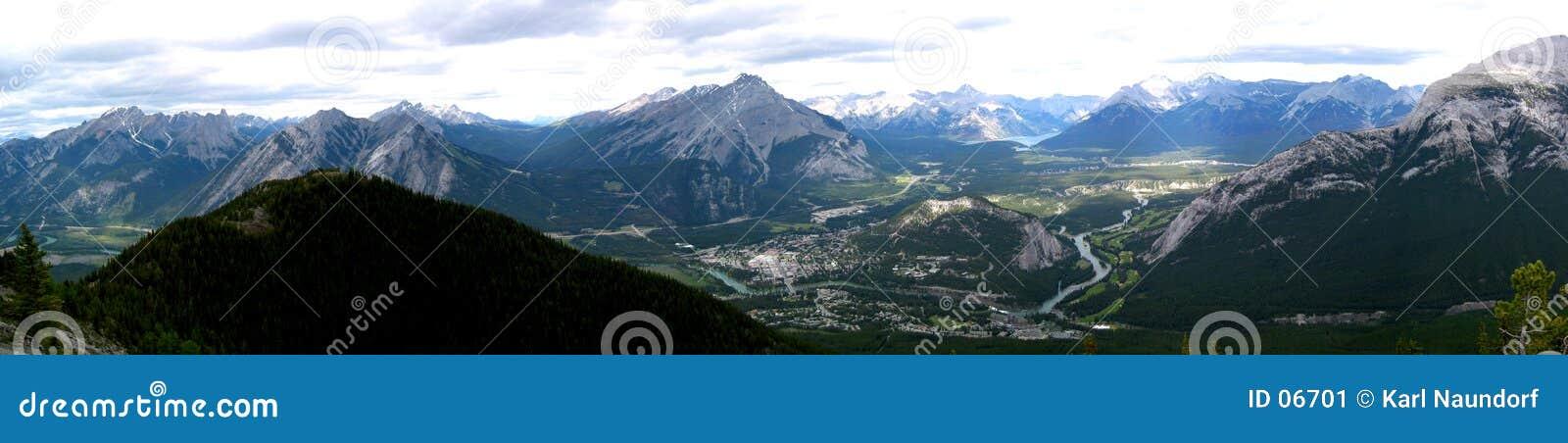 Panorama- townsite för banff berg