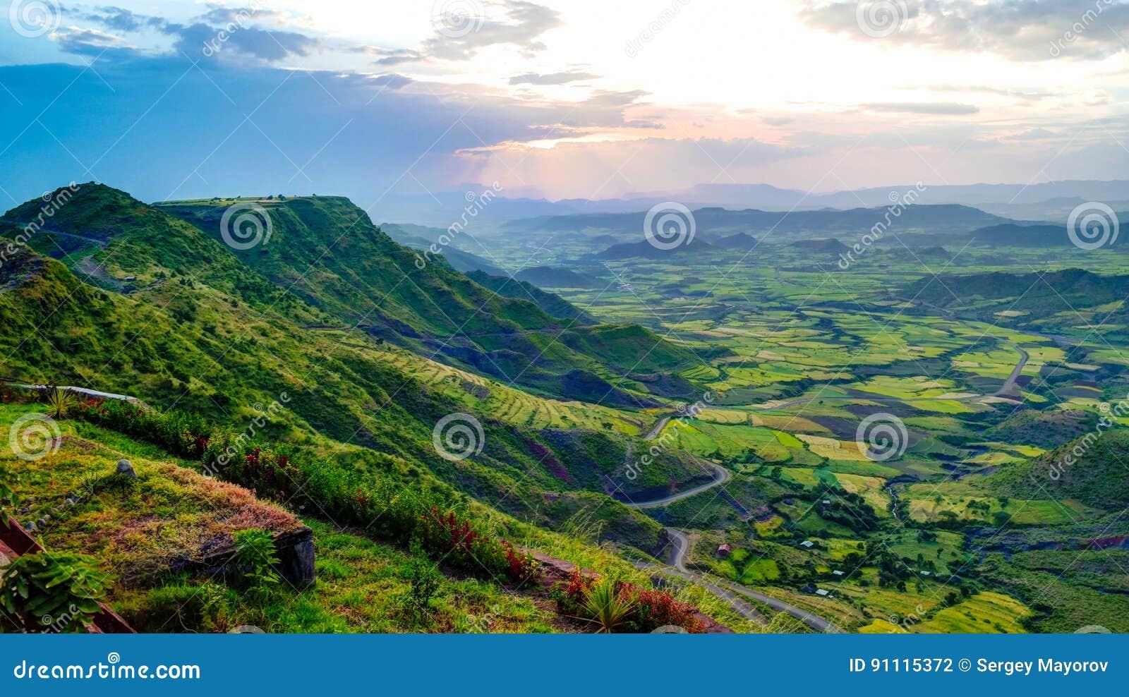 Panorama van de bergen en de vallei van Semien rond Lalibela Ethiopië