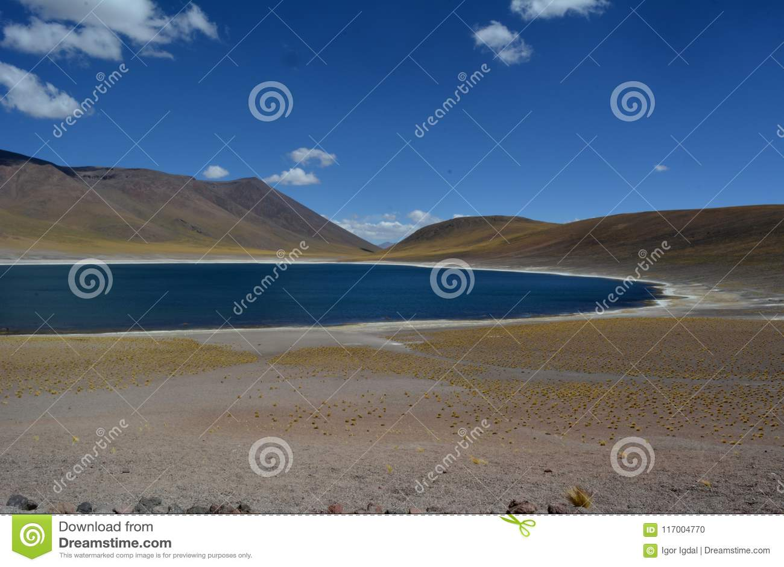 Panorama van hemel en Miniques-Lagune in Chili