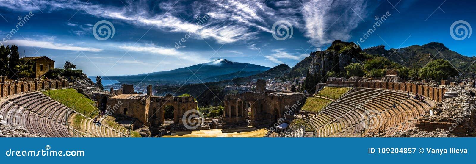 Panorama van het Oude Theater in Taormina, Sicilië