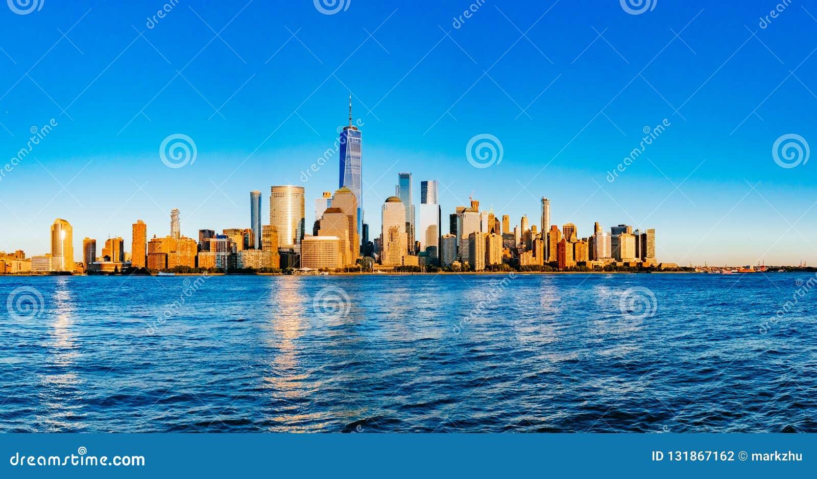 Panorama van horizon van Manhattan van de binnenstad over Hudson River unde