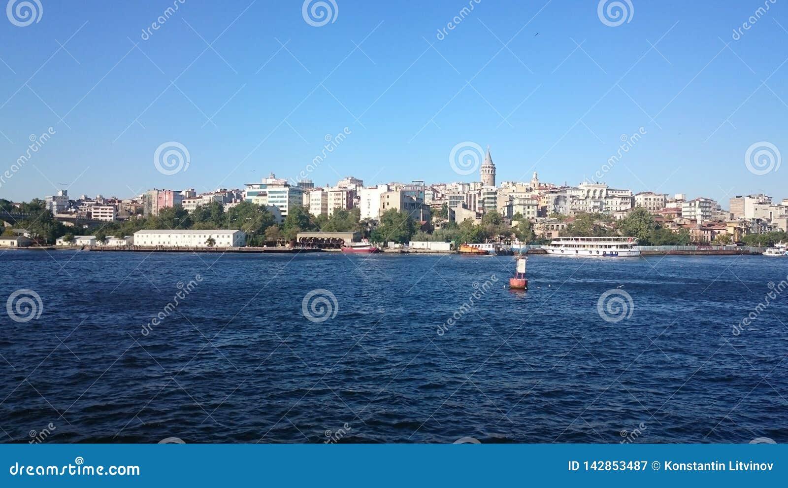Panorama van Istanboel Panoramacityscape van beroemd de Straatkanaal van Bosphorus van de toeristenbestemming Reislandschap Bospo