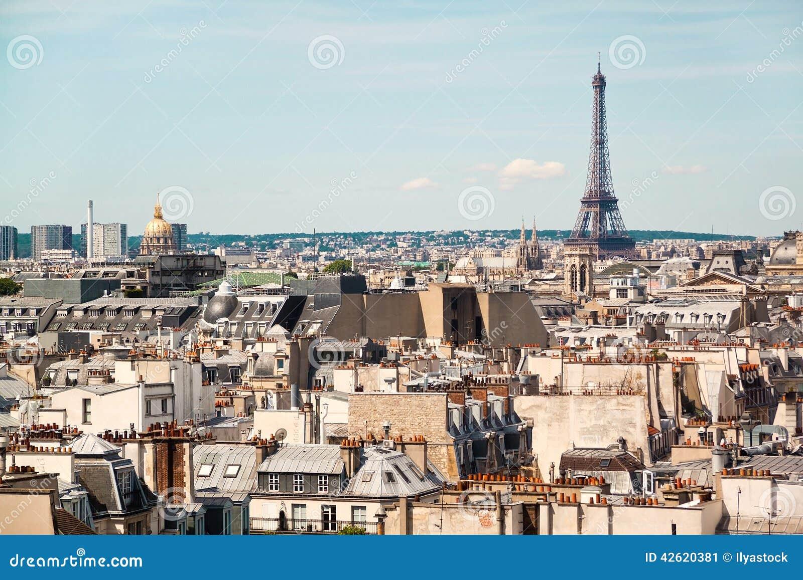 Panorama van Parijs van het dak van het gebouw van het Centre Pompidoumuseum