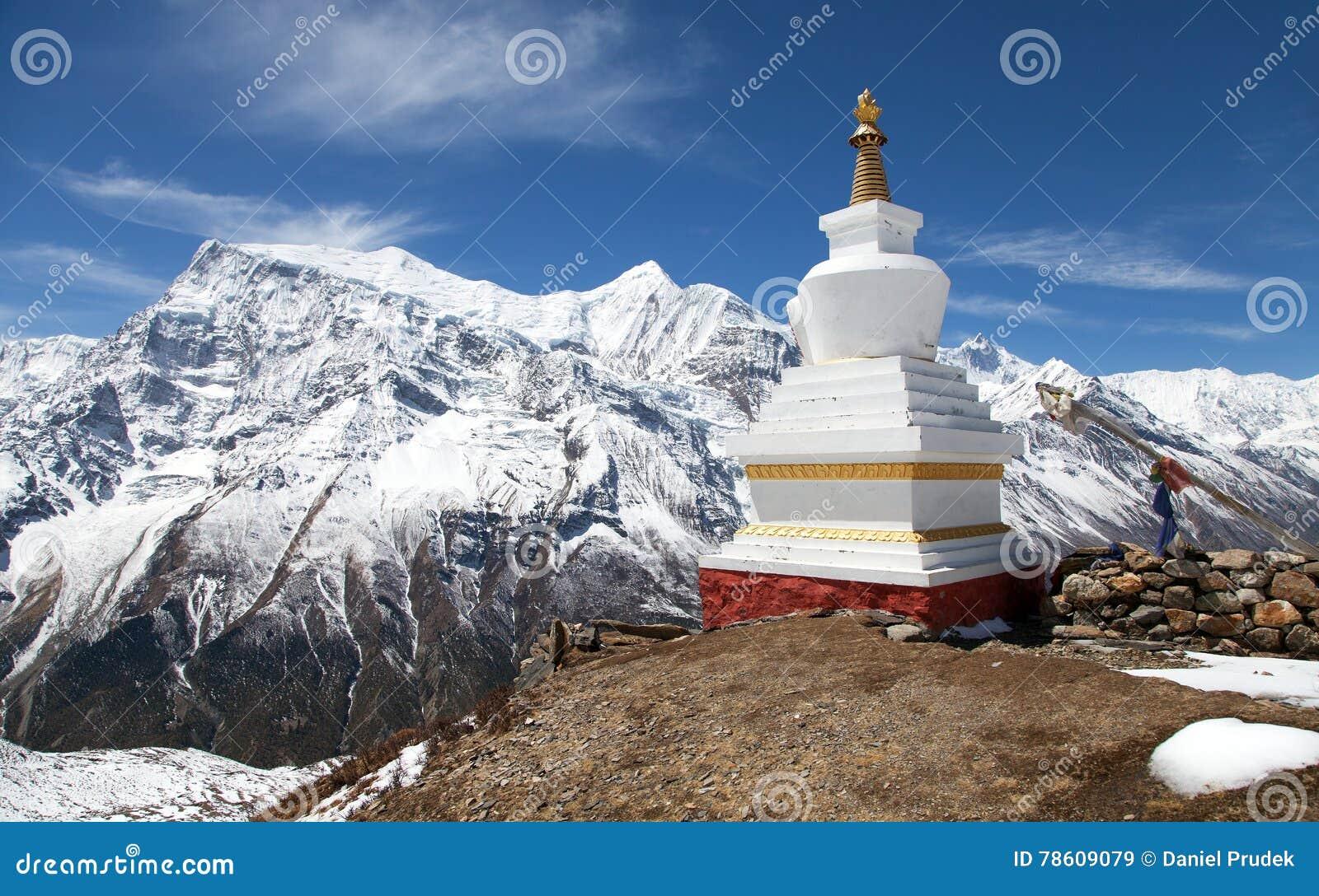 Panorama van stupa en Annapurna-waaier