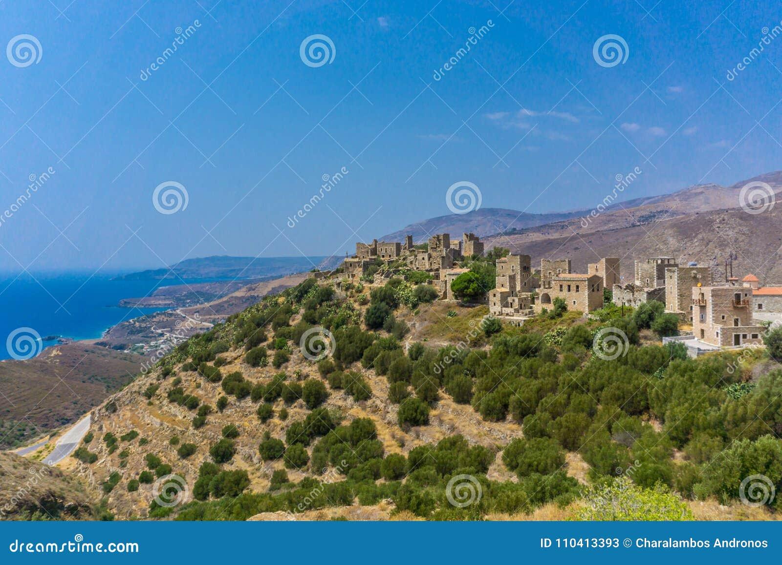 Panorama van torenhuizen bij het dorp van Vathia Vatheia in Mani Greece