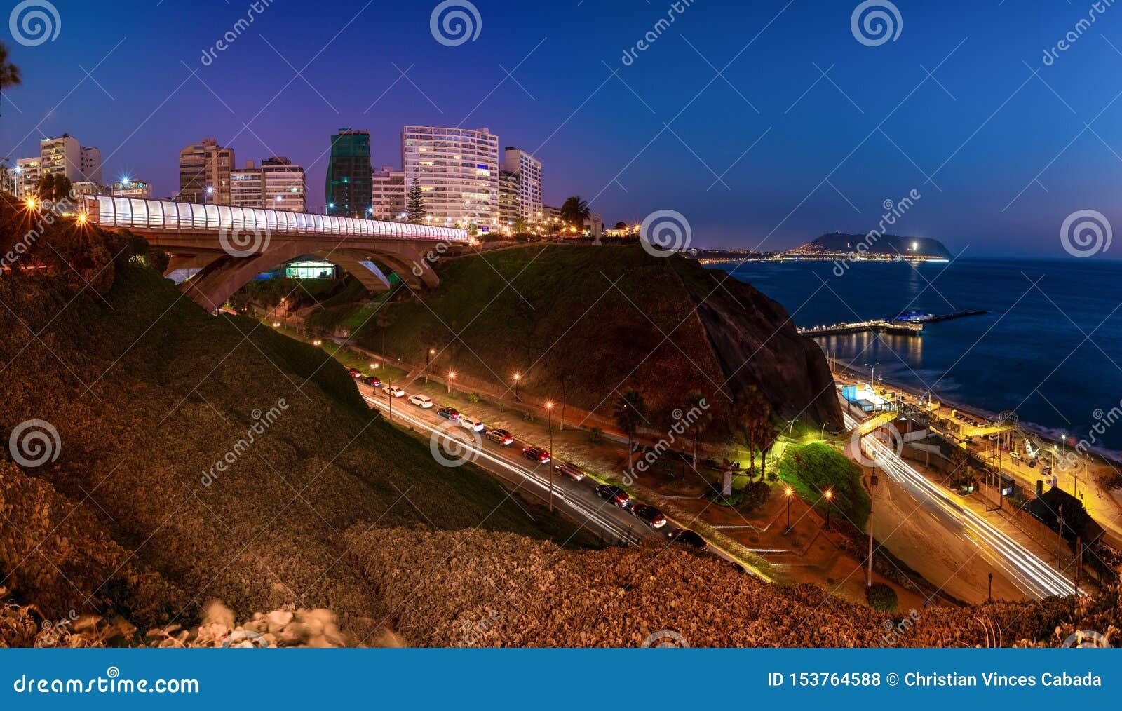 Panorama van Villena Rey Bridge van Miraflores in Lima, Peru