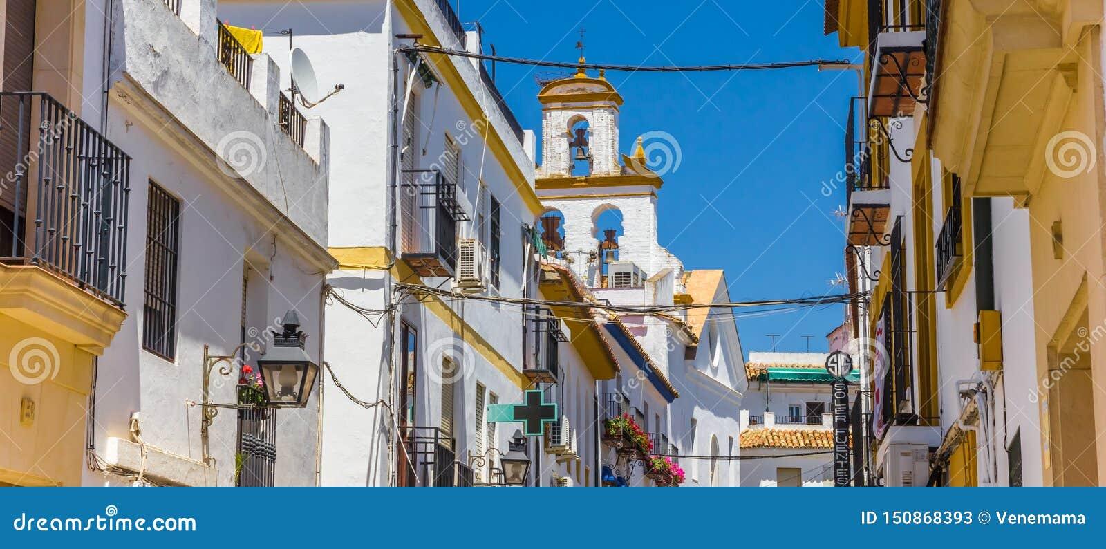 Panorama van witte en gele huizen in Cordoba
