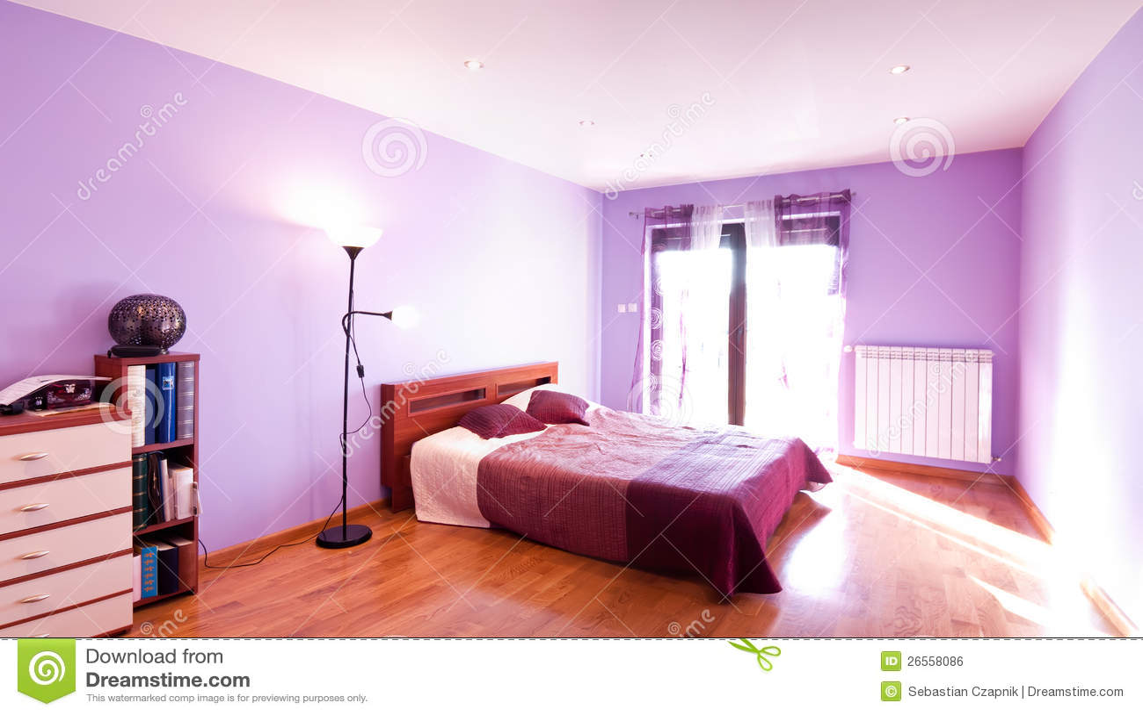 panorama violet de chambre coucher image libre de droits image 26558086. Black Bedroom Furniture Sets. Home Design Ideas
