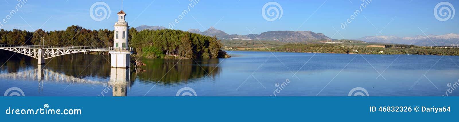 Panorama von Cubillas-Reservoir im ptovance von Granada herein und