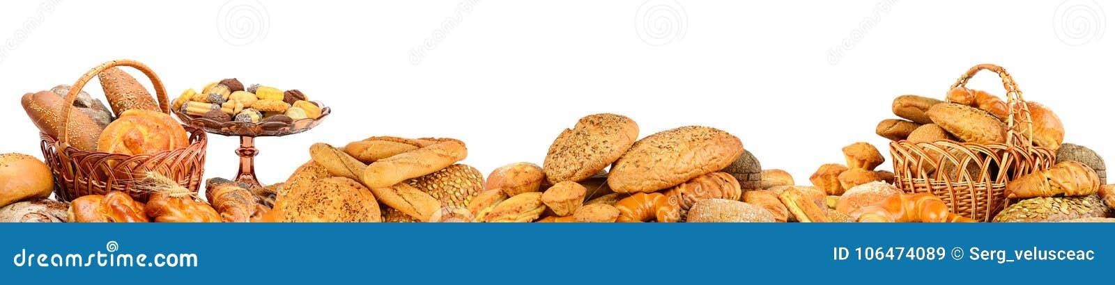 Panorama von den Produkten des frischen Brotes lokalisiert auf Weiß