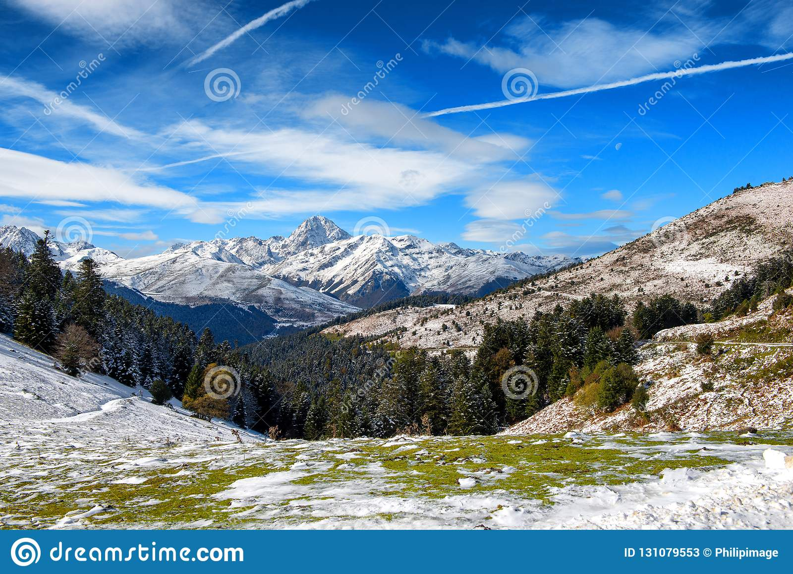Panorama von französischen Pyrenäen-Bergen mit Pic du Midi de Bigorr