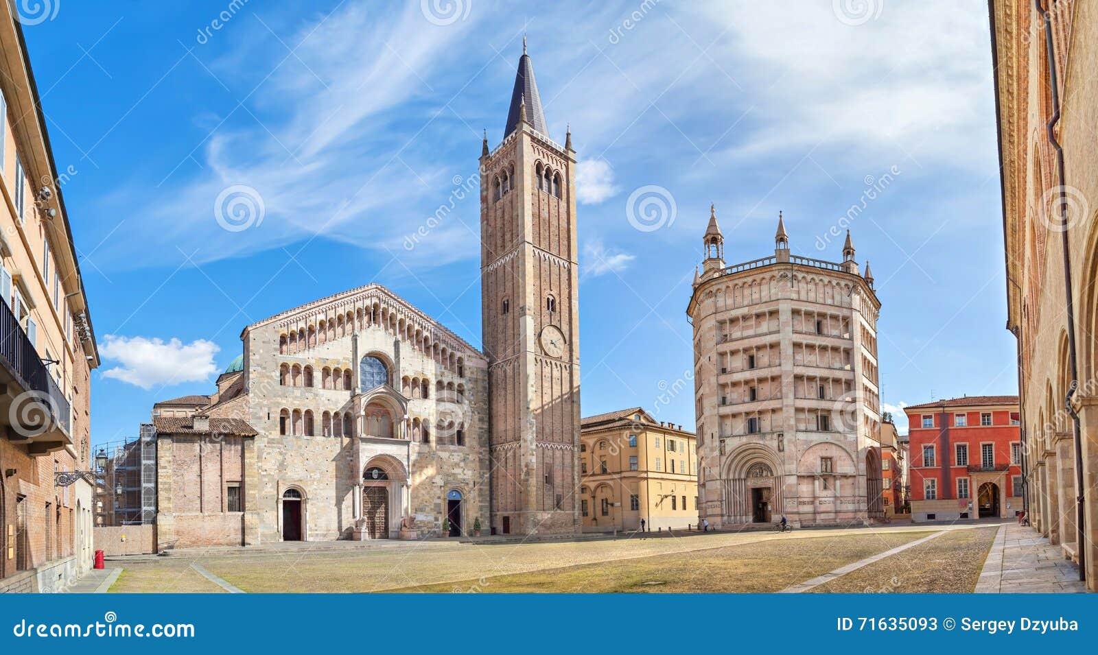 Panorama von Piazza Duomo in Parma
