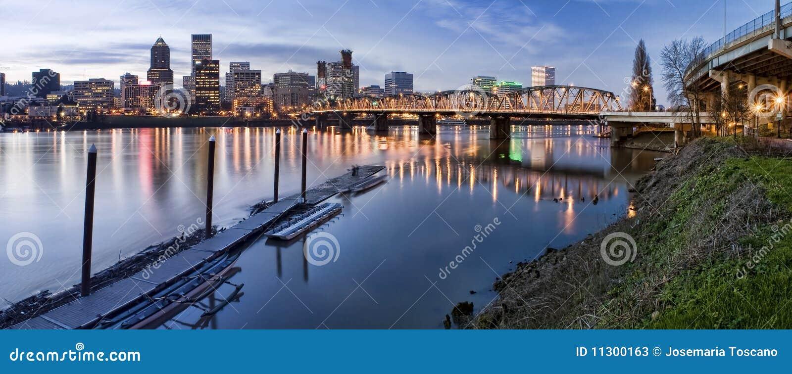 Panorama von Portland Oregon nachts
