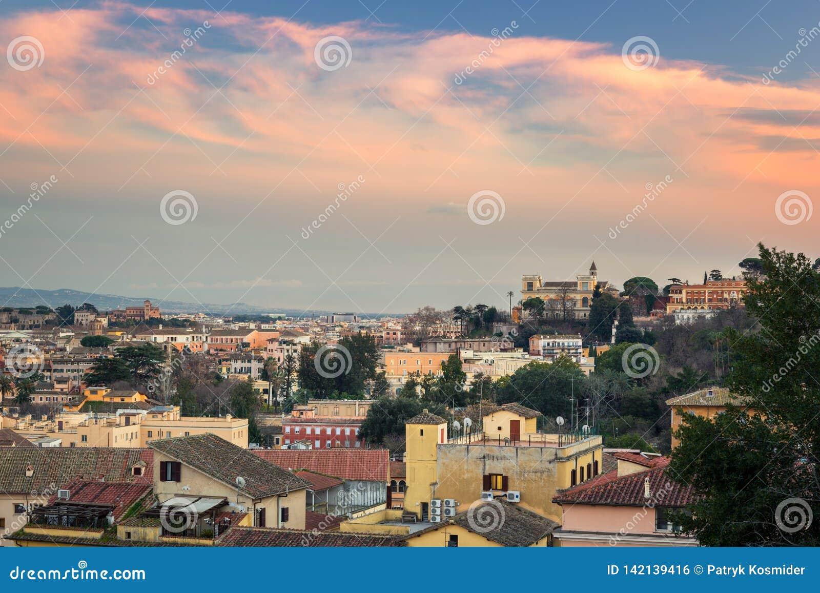 Panorama von Rom-Stadt bei Sonnenuntergang mit schöner Architektur, Italien