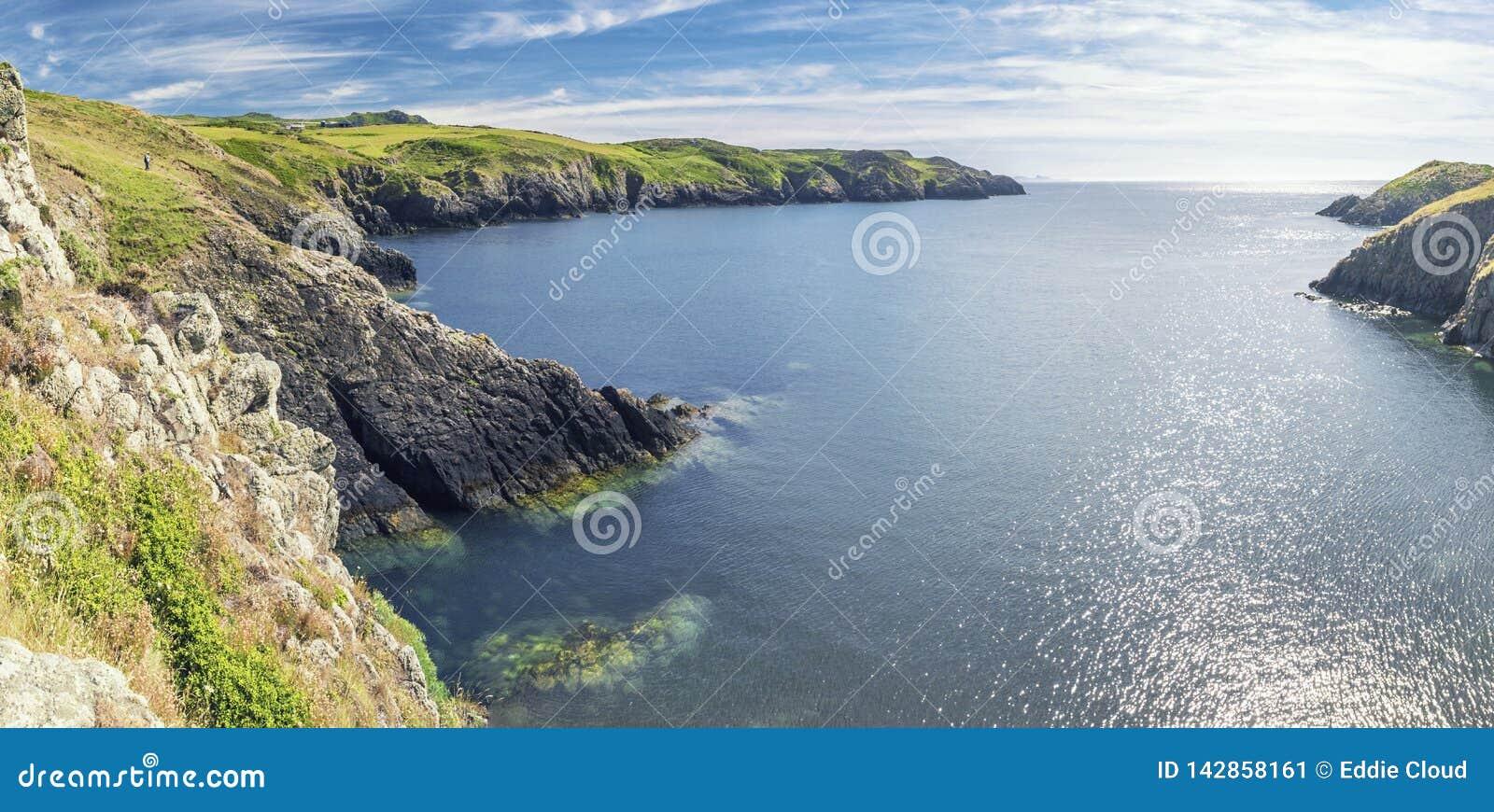 Panorama von Weg Carreg Onnen Bay Along Pembrokeshire Coast