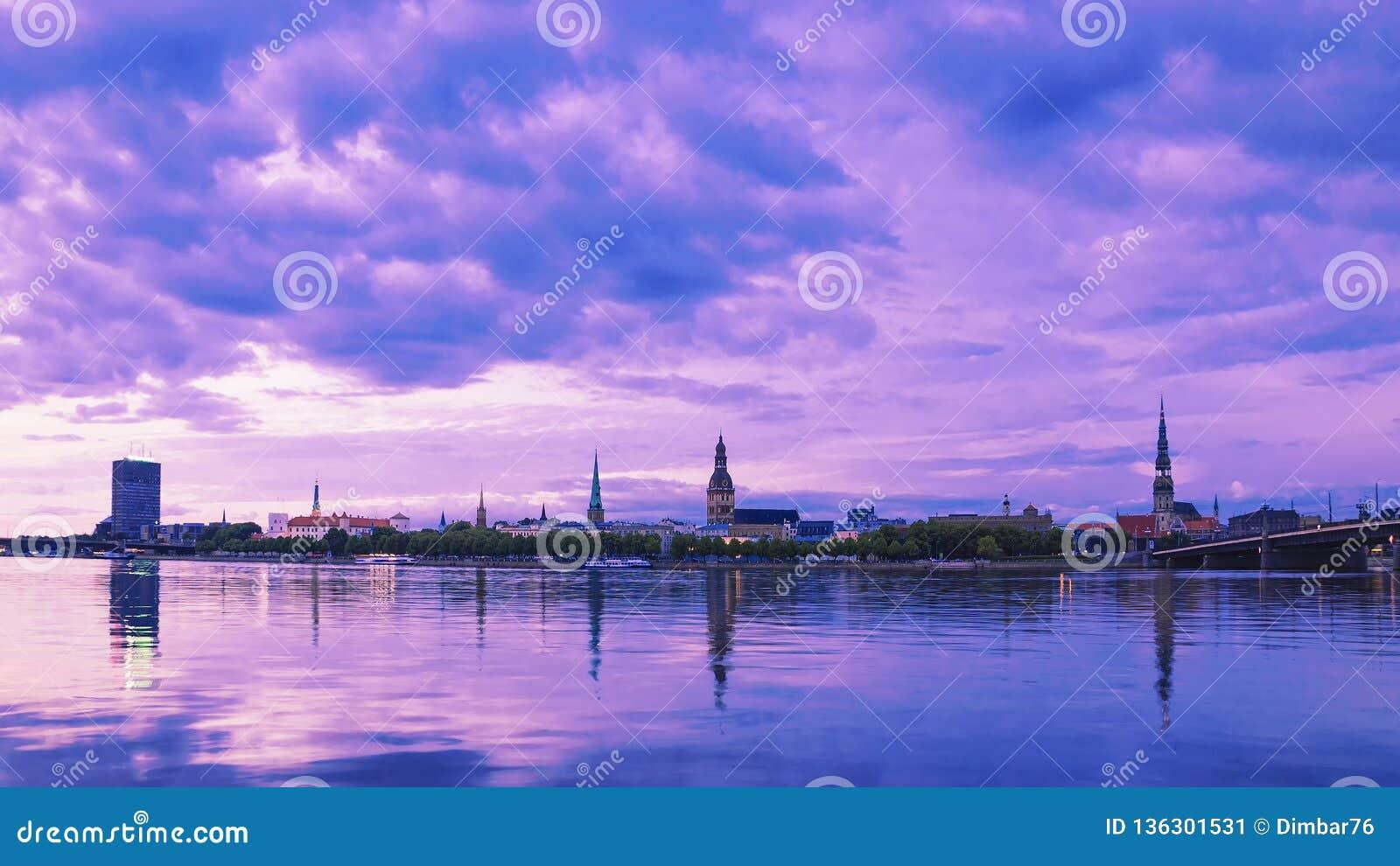 Panorama widok wieczór Ryski Latvia