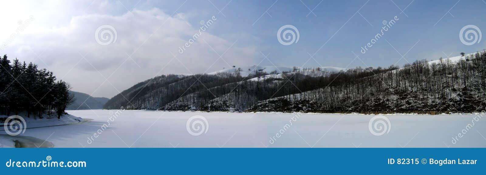 Panorama zimy lake