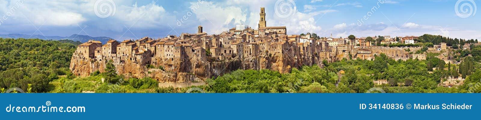 Panoramaansicht der Stadt Pitigliano