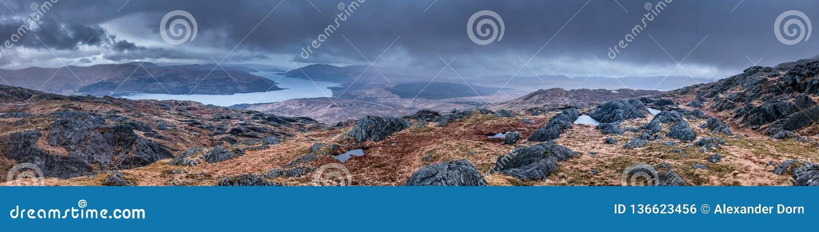 Panoramabild av de skotska högländerna