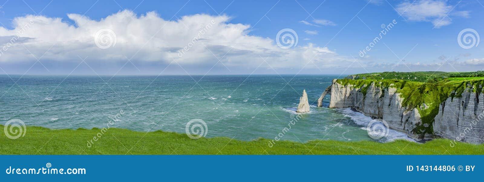 Panoramablick der Klippen von Normandie