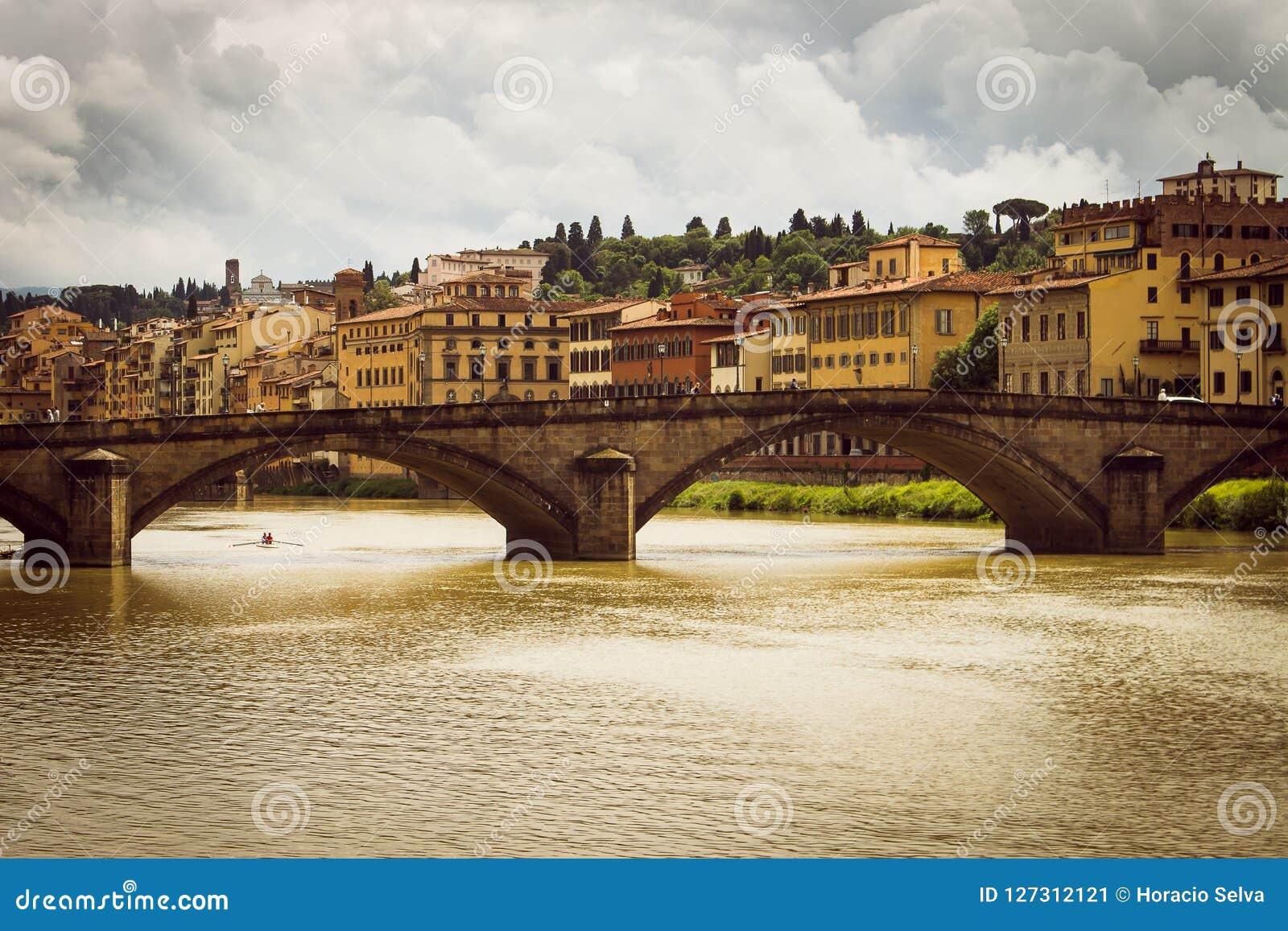 Panoramablick der Stadt von Florenz Sturmwolken bedecken den Himmel