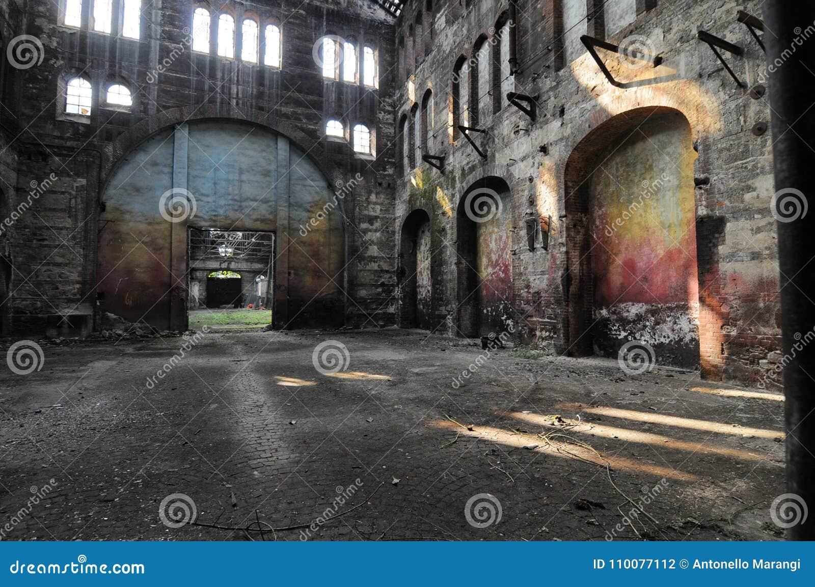 Panoramablick des leeren Industrieanlagestandorts stationieren heutzutage für Sitzungen und Ausstellungen OGR