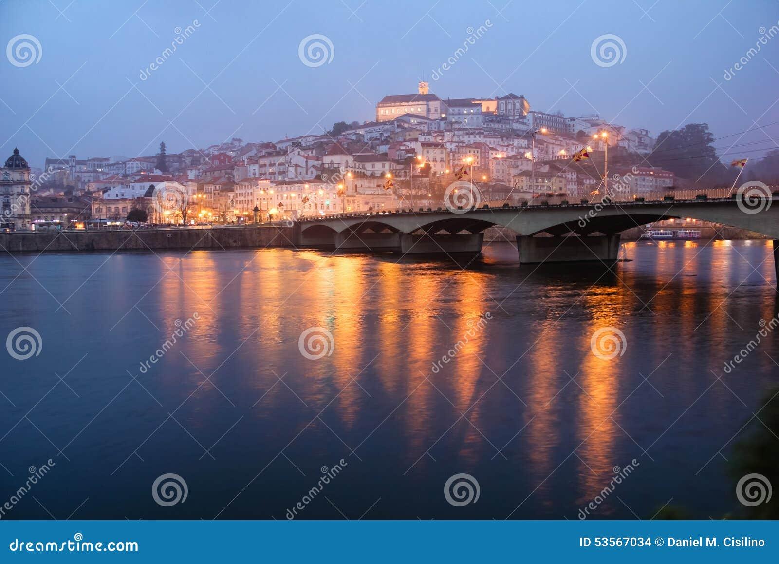 Panoramablick nachts Coimbra portugal