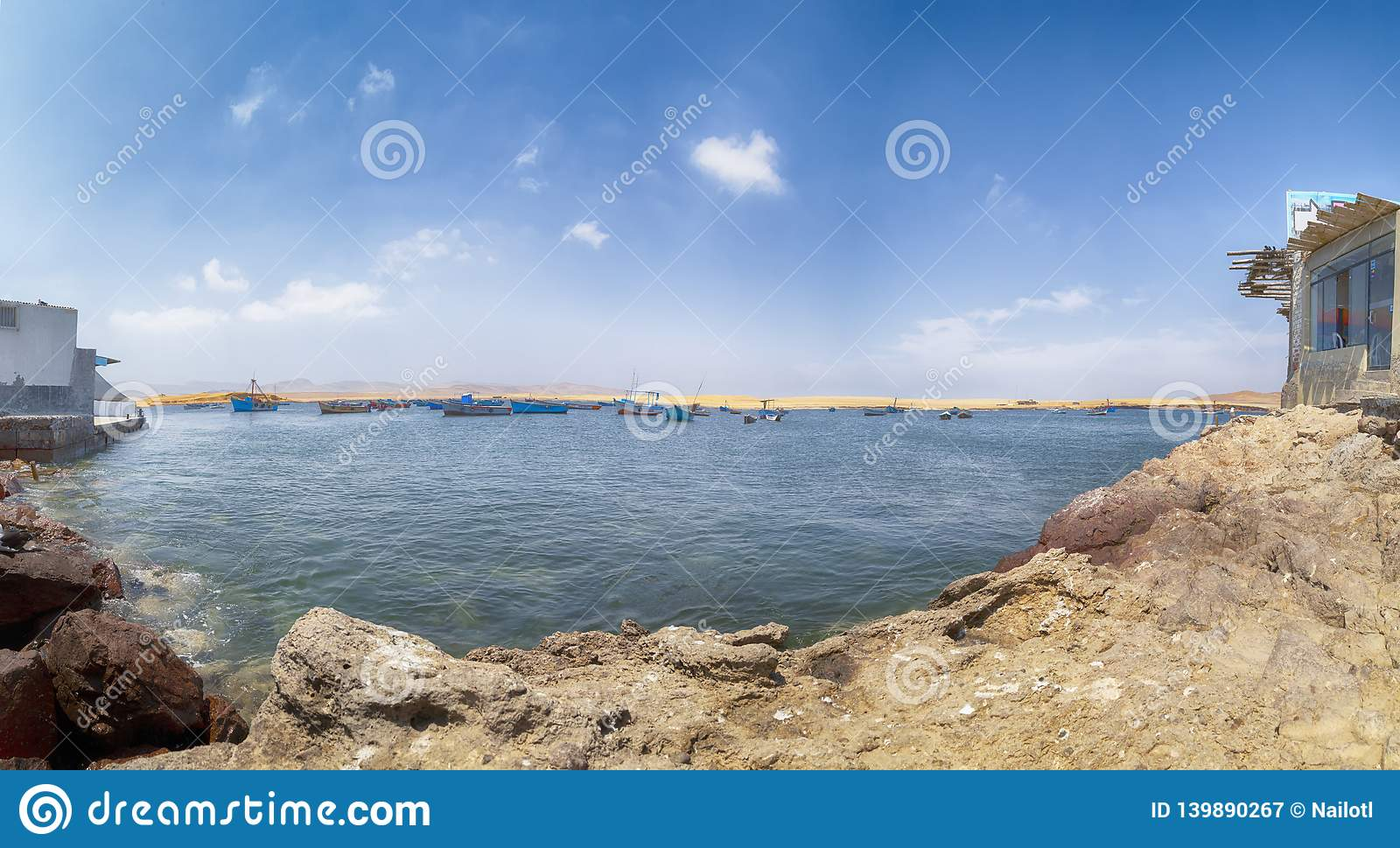 Panoramablick von Lagunillas-Strand im national Reserve von Paracas-Park, Peru